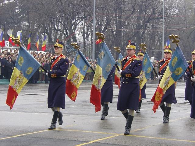 foto_4_defilarea_drapelelor_istorice