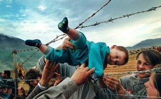 kosovo refugee_carol guzy